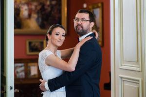 Sesja ślubna w klasycznym wnętrzu